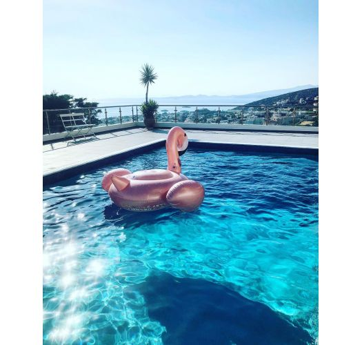 Golden pink flamingo-shaped water inflatable with cup holders - GROOVY FLAMINGO ROSE GOLD