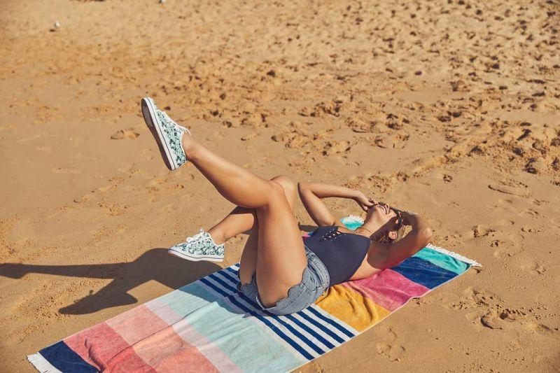 Strandhandduk, färgade ränder - FOUTA TALLALA