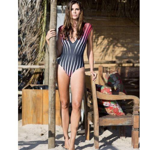 בגד ים חלק אחד בסגנוןתצוגה עם הדפס גרפי אדום - LUZ POENTE