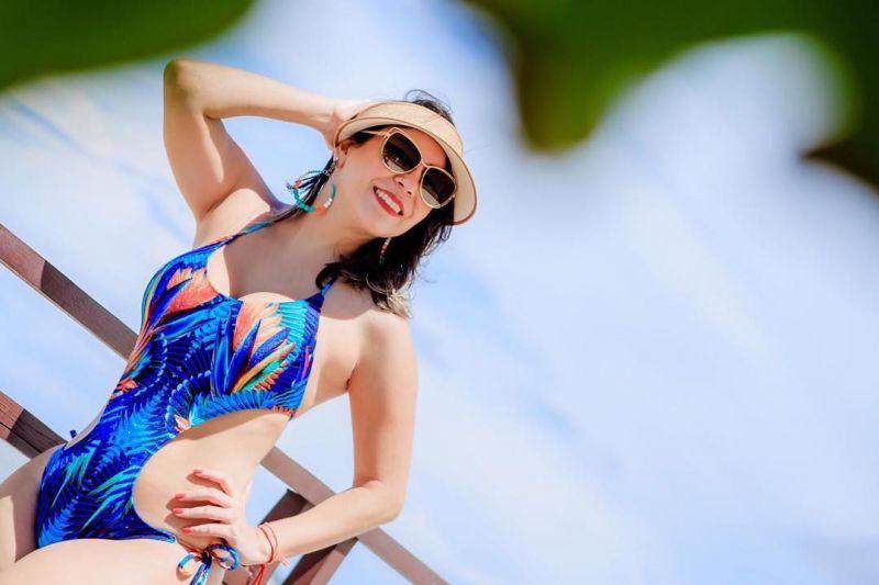 Hel baddräkt i tropiskt mångfärgat tryck - CAMISETA NEW ARARUNA