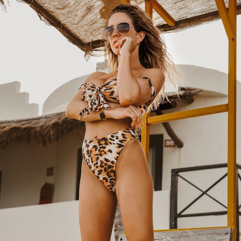 High-Waist-Bikini mit hohem Beinausschnitt - BIKINI ONÇA