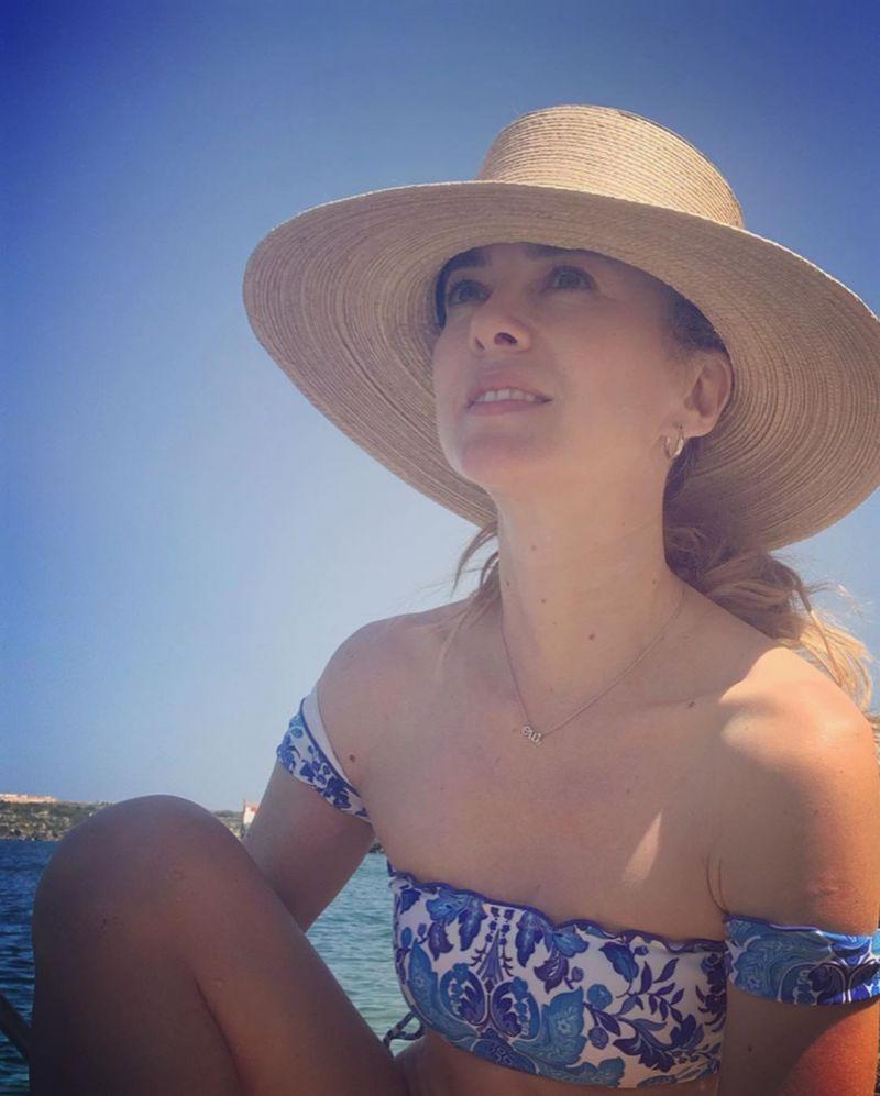 Blå/vit blommönstrad bikini med kort off shoulder-topp - HORTENSIA OFF SHOULDER