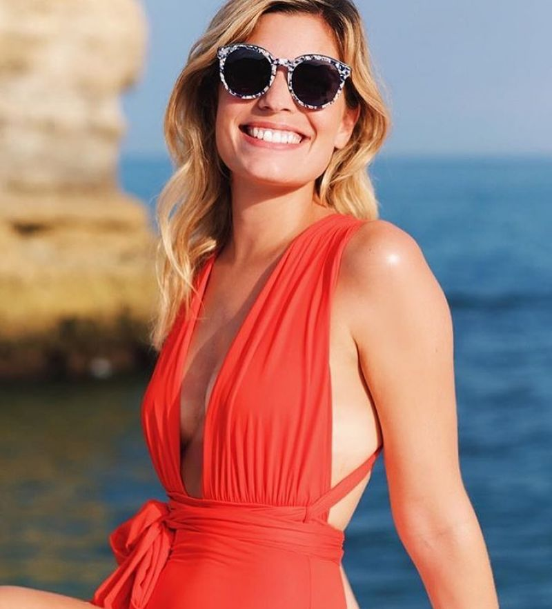 Chic one-piece red swimsuit, plunging neckline - VEGAS URUCUM