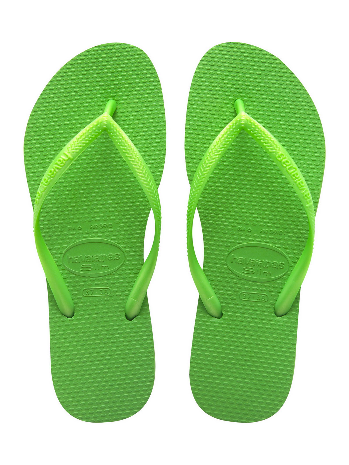 The Havaianas women's flip flops are the summer footwear choice of women around the world thanks to their combination of design and functionality. The ladies flip flops collection shows how the comfort with which the original pairs were created, can be combined with the most stylish designs.