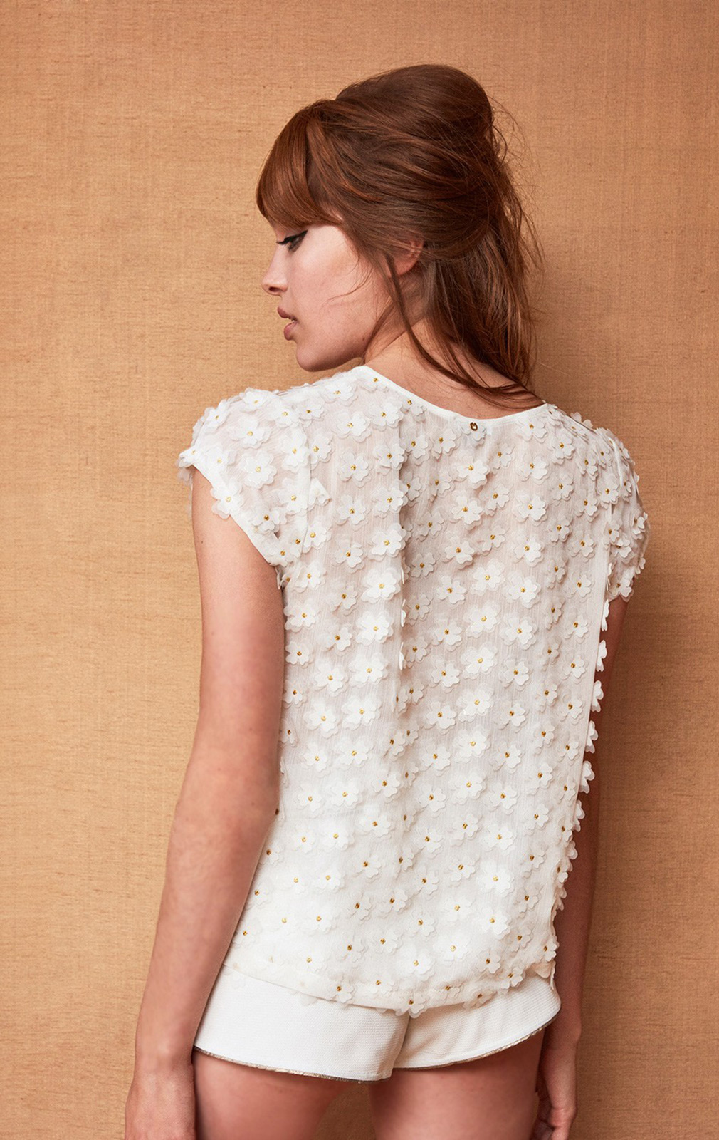 White T Shirt With 3d Flowers And Golden Threads Top Tootsy White