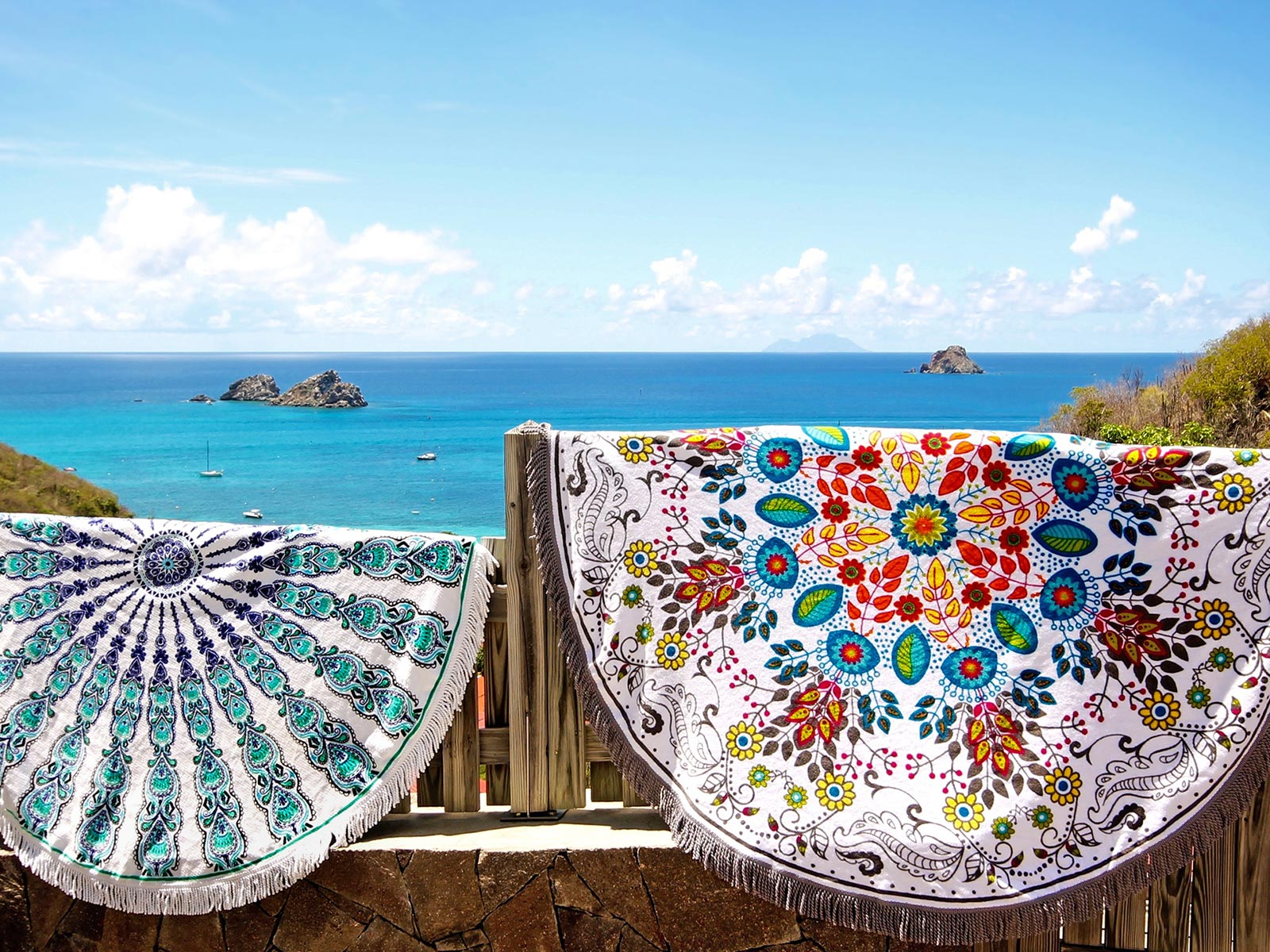 serviette de plage ronde fleurie multicolore wildflower. Black Bedroom Furniture Sets. Home Design Ideas