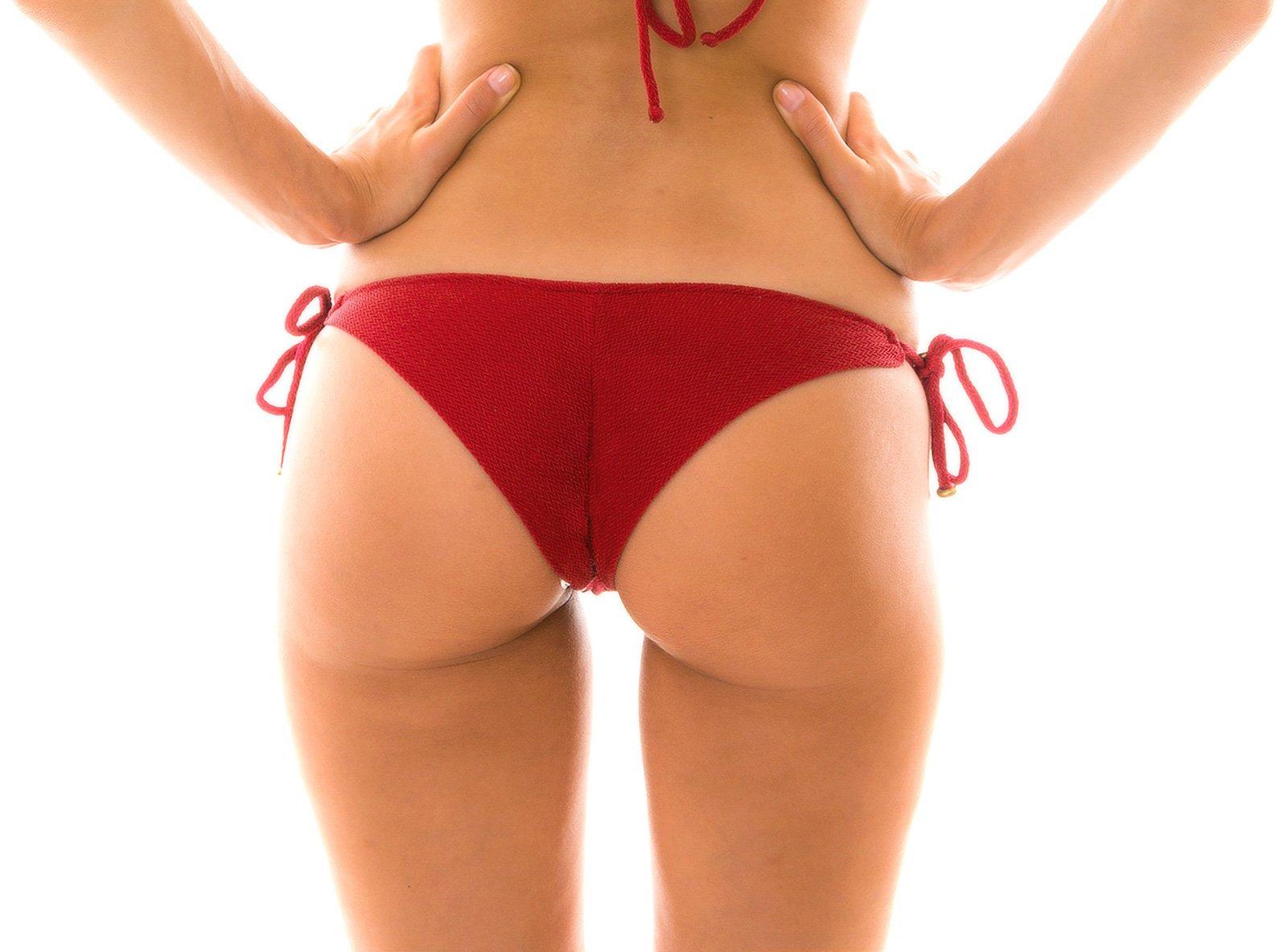 abb9f31550 ... Textured and accessorized deep red bikini bottom - BOTTOM DUNA TRI  DIVINO ...