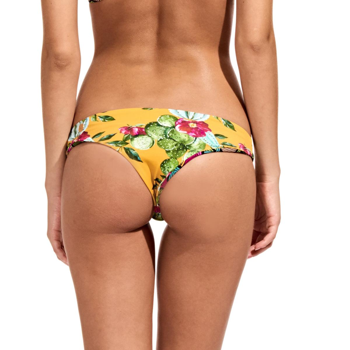 Brazilian but bikini bottoms