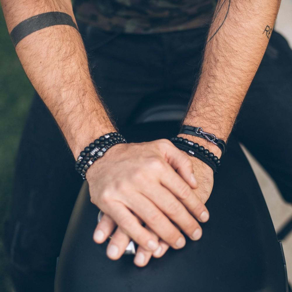 bracelet bracelet cuir et fil noirs attache argent e johnson black. Black Bedroom Furniture Sets. Home Design Ideas