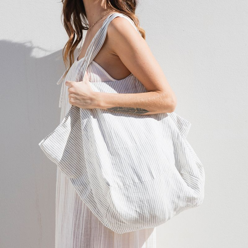 White linen shopping bag with thin blue stripes - LINEN TOTE BLUE STRIPE