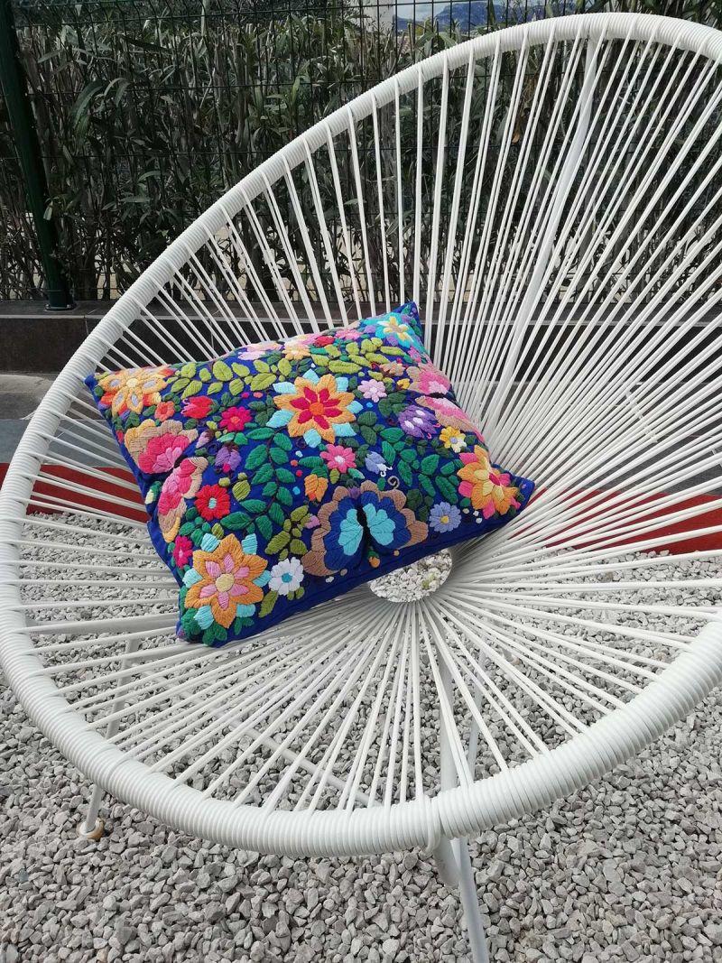 Muliticolored embroidered pillow case 45x35cm - Bordado tropical azul