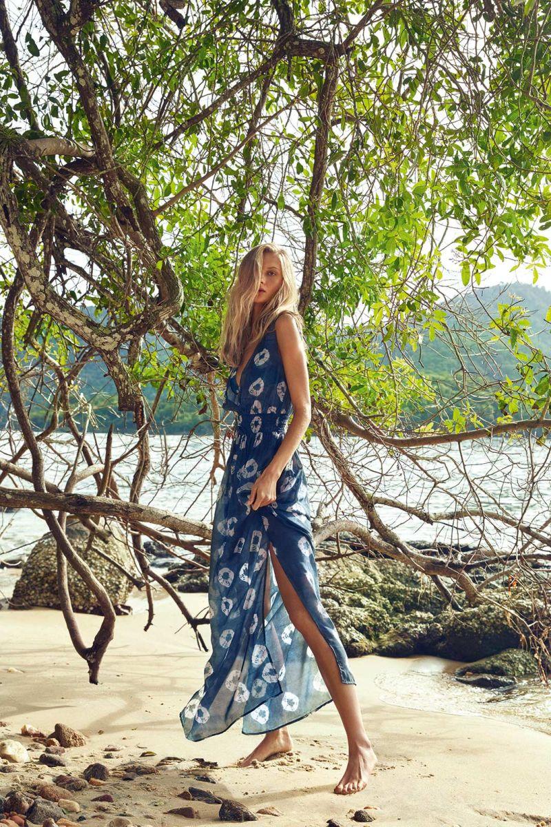 Lång lyxig, blå strandklänning med tryck - VAGANTE
