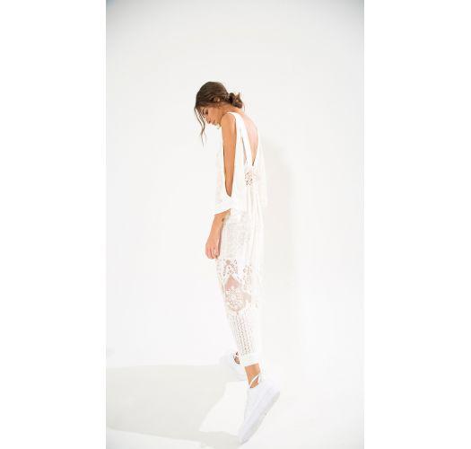 Lang, hvit kjole, hullsøm og nakne skuldre - MANTRA DEVORE MIDI DRESS