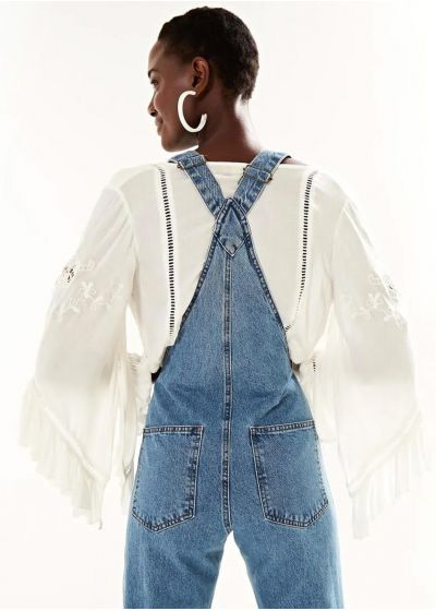 Frayed and flared jeans jumpsuit - JARDINEIRA FLARE DOUBLE WASH