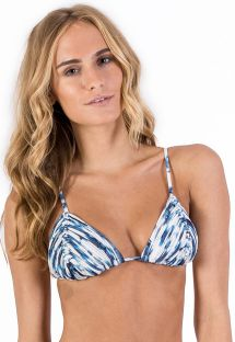 Triangle bikini top in blue tie-dye print and macramé - TOP CORTININHA MACRAMÊ SHIBORI BLUE