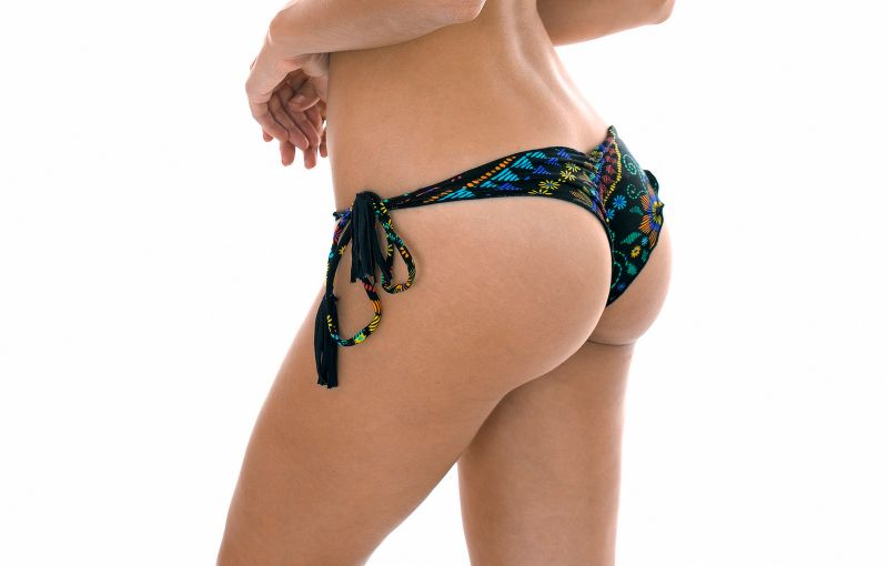 Svart skrynklad nederdel med motiv, rynkade kanter - CALCINHA BORDADO FRUFRU