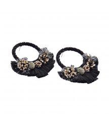 Runda örhängen med svarta pärlor och tofsar - CARTAGENA EARRING-BE-M-6769