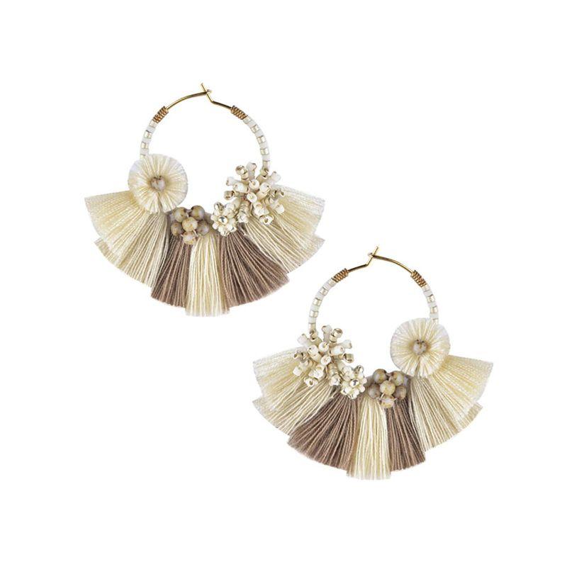 Pärlade kreolska örhängen med vita/beiga tofsar - CARTAGENA EARRING-BE-S-7699