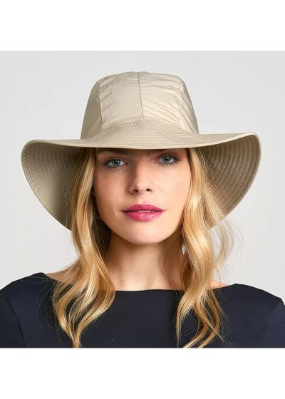 Beiger Hut und weißes geknotetes Kopftuch - CHAPEAU MONACO KAKI