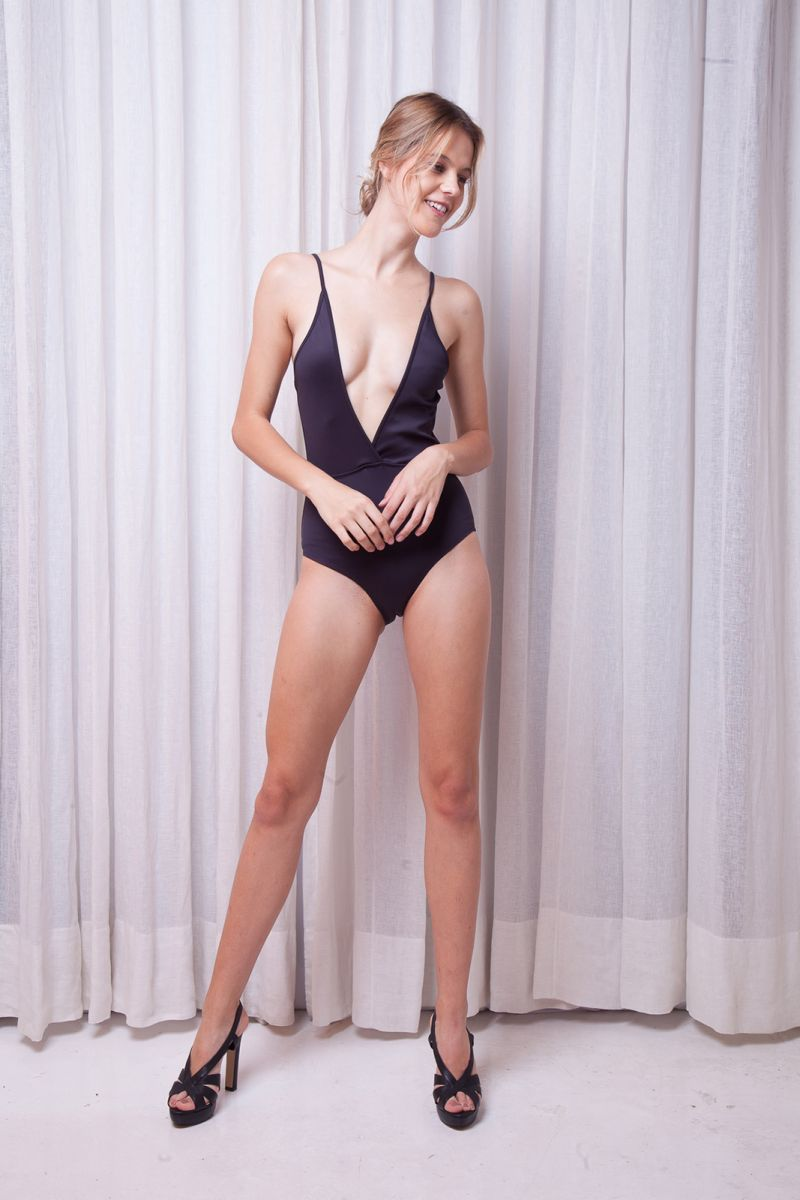 Luxurious black one-piece swimsuit with multi-position straps - NEOPRENE BLACK