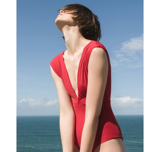 Roter ausgeschnittener Luxus-Badeanzug - MAIÔ V LYCRA PITANGA