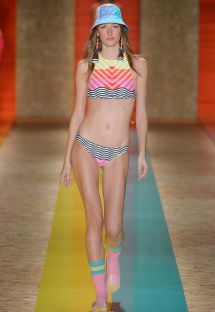 Crop top bikini fra modeshow med geometrisk farvet mønster - ILHAS FIJI