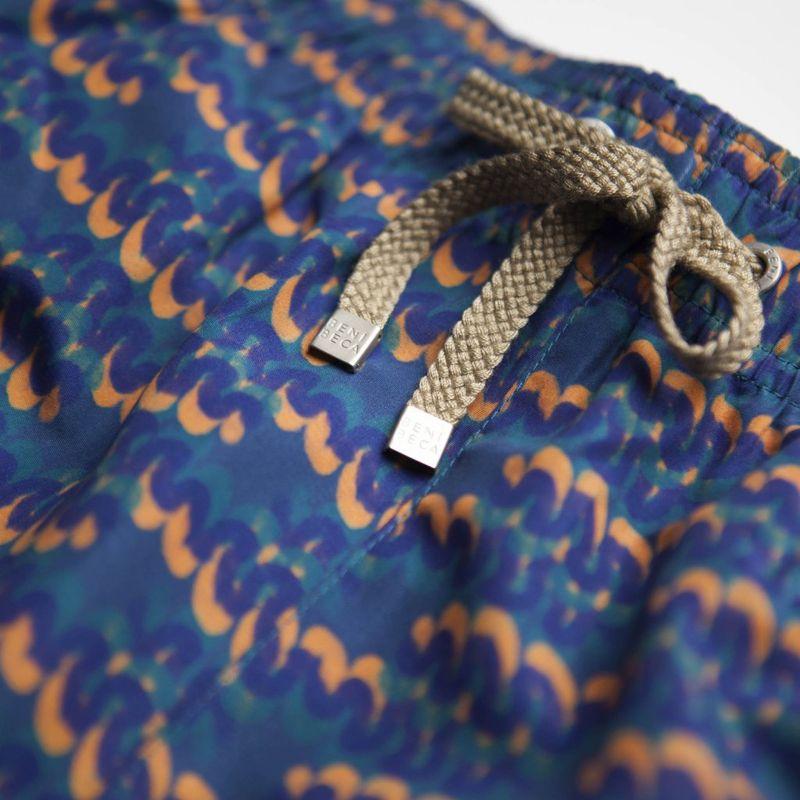 Badshorts med fickor, mörkblå med motiv - SHOTO