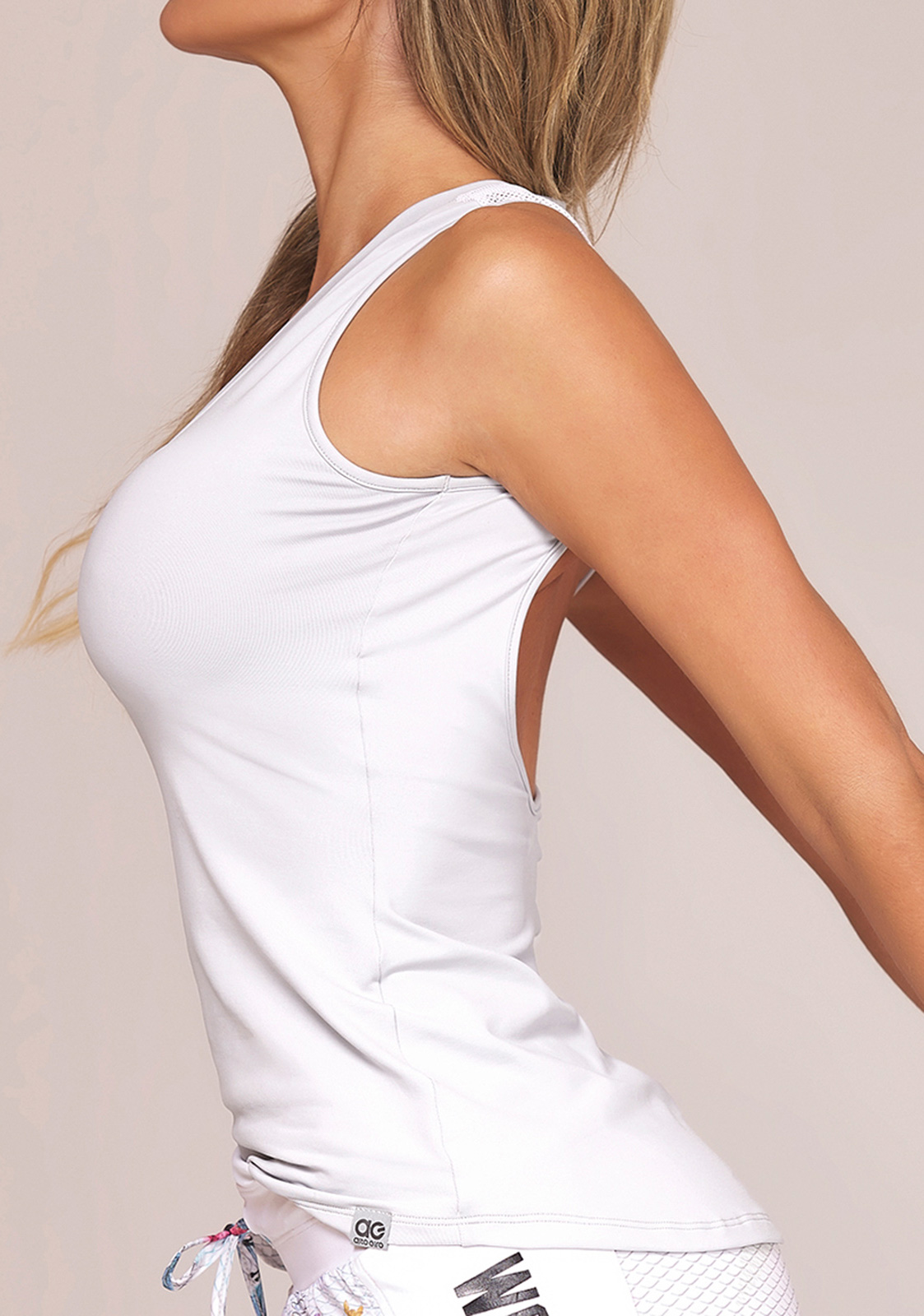 c851337ec44d5 Fitness top White Fitness Tank Top With Open Back - Top Soave Workout