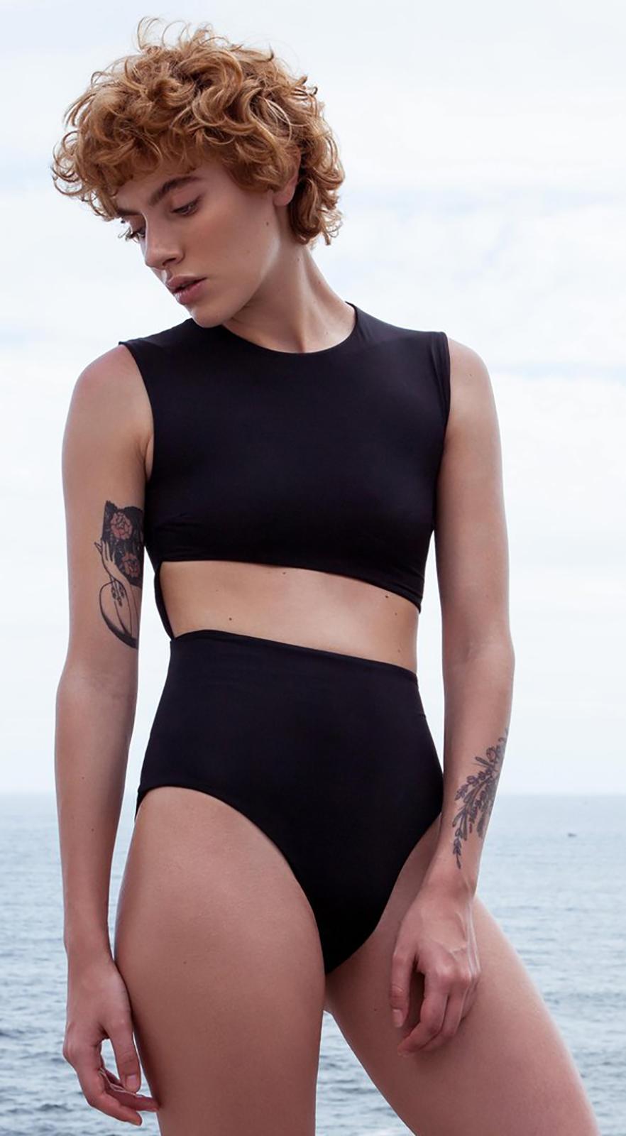 4c09972df94d4 ... Original black one-piece swimsuit with cutouts - MAIÔ DIAGONAL PRETO ...