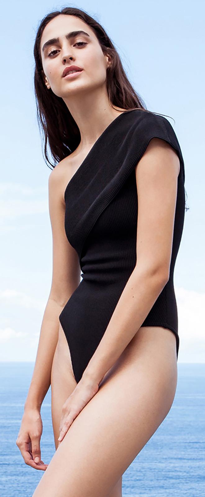 92a32b2fcd3df ... Black tricot knit asymmetric one-piece swimsuit - MAIÔ TRICOT TEP PRETO  ...