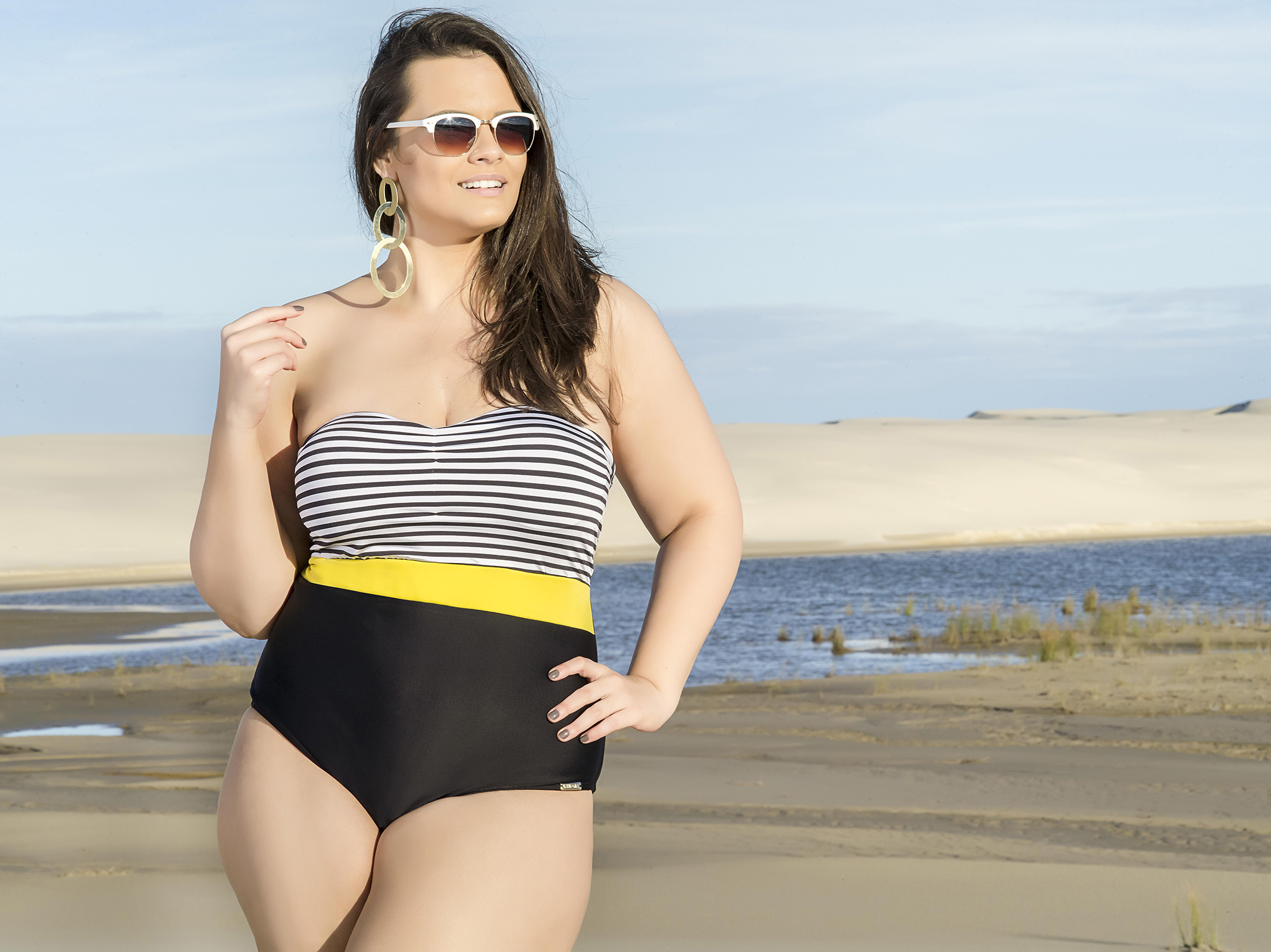 582f387bd4 ... Plus size one-piece swimsuit with striped bandeau style upper - MAIO 3  CORES